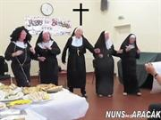 ROCK  & ROLL     NUNS   APÁCÁK